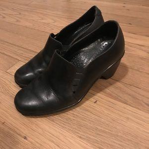 Dansko All Black Leather Clogs Criss Cross Opening